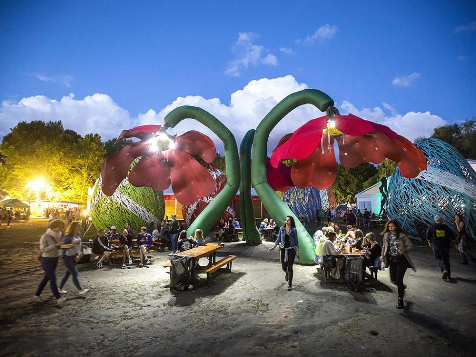 - Започна 24-ия фестивал Sziget в Северна Будапеща, Унгария. Фестивалът от 10 до 17 август е едно от най-големите културни събития на Европа, предлагащ...