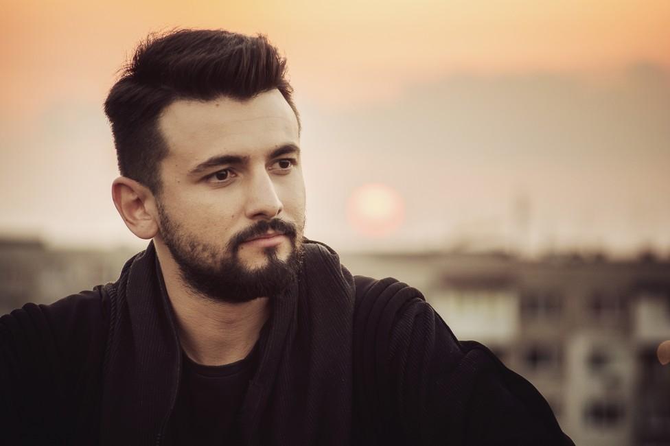 """- Новият проект на победителя в третия сезон на X Factor Славин Славчев носи заглавието """"Тъмносиньо"""" и почерка на самия изпълнител. Славин пише песента..."""