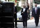 Хилари Клинтън на излизане от дома на дъщеря ѝ