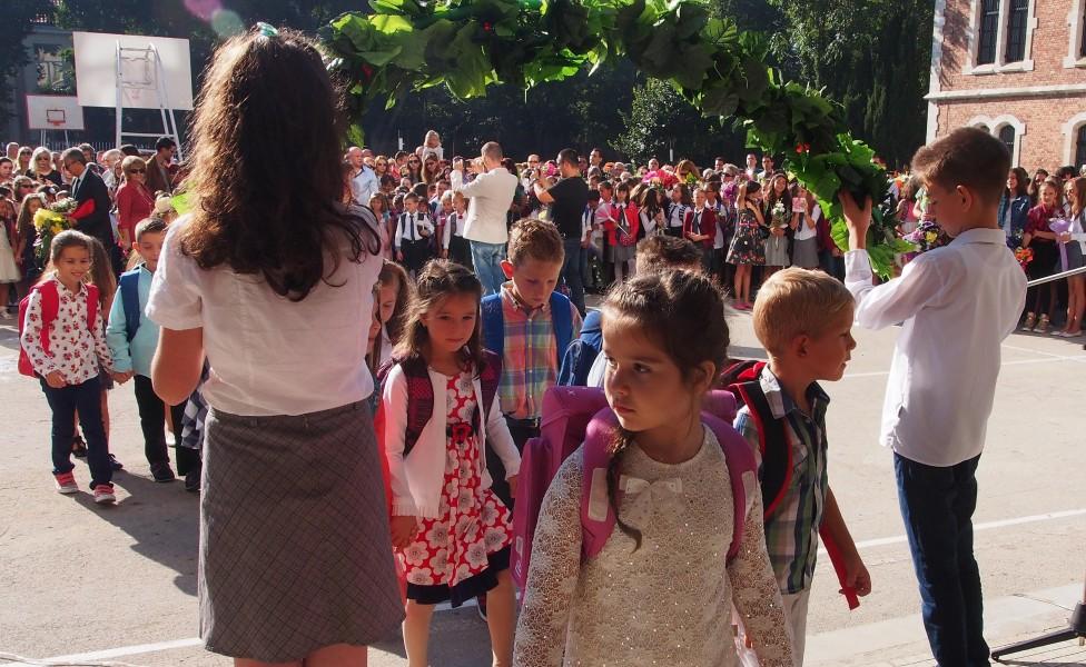 - Започва новата учебна година, а 66 611 деца за първи път ще чуят училищния звънец и ще прекрачат училищния праг