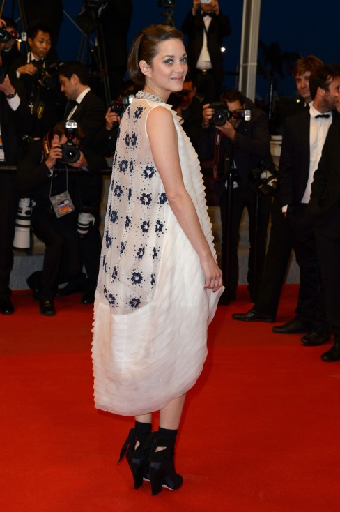 - Според слуховете причина за края на връзката между Брад Пит и Анджелина Джоли е изневярата на Пит с френската актриса Марион Котийяр. Тя категорично...