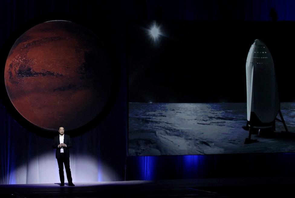 - Илон Мъск иска първата мисия с хора до Марс да бъде още през 2022 г. Това е с три години по-рано от първоначалните му планове