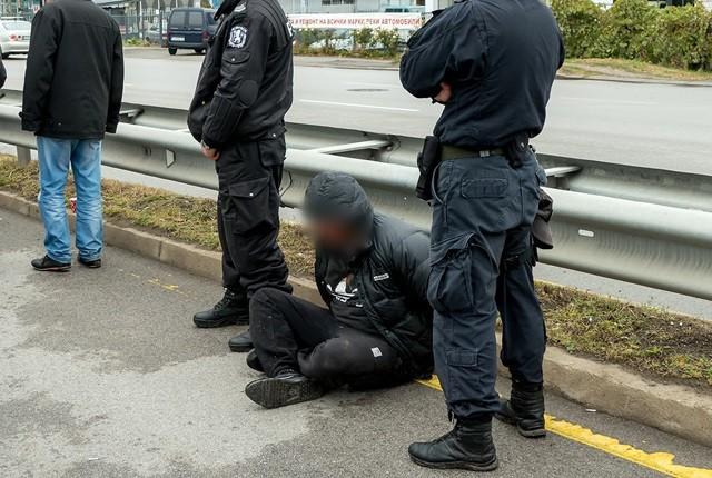"""- Автокрадец бе хванат след опасна гонка с МВР на """"Ботевградско шосе"""" до разклона за """"Кремиковци"""". Автоджамбазинът и съучастникът му се опитали да..."""