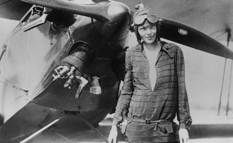 - Амелия Мери Еърхарт е американска авиаторка, сред първите жени пилоти и първата жена, прелетяла над Атлантическия океан.