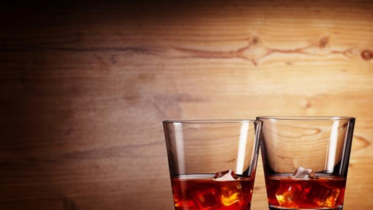 уиски чаша алкохол