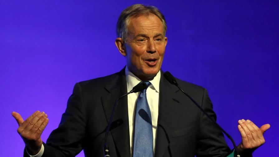 """Сервитьор се опита да """"арестува"""" бившия британски премиер Тони Блеър"""