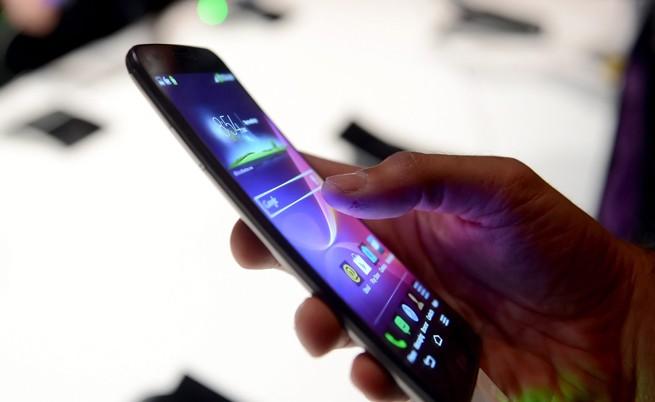 Гъвкаво стъкло може да промени смартфоните