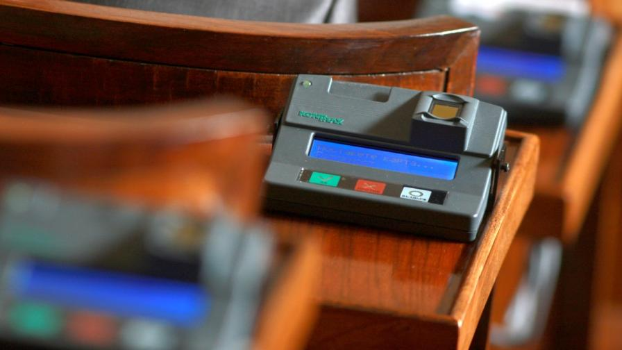 Депутатите гласуват законови промени срещу изборния туризъм