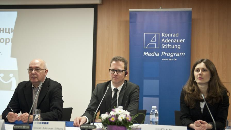 """Експертите от фондациите """"Медийна демокрация"""" и """"Конрад Аденауер"""" представиха годишния си доклад за състоянието на българската медийна среда и най-новите тенденции в отразяването на политическите събития"""