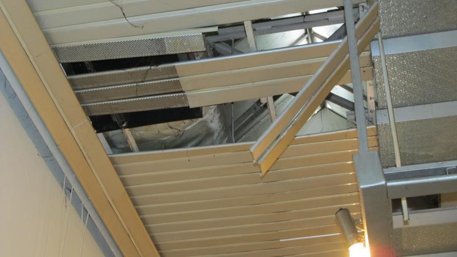 Част от покрива на галерията в Русе се срути заради снега