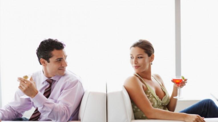 флирт двойка партньори съблазняване разговор политика комплимент