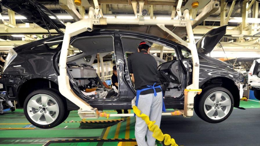 Японски автомобилни компания затварят заводи заради снега