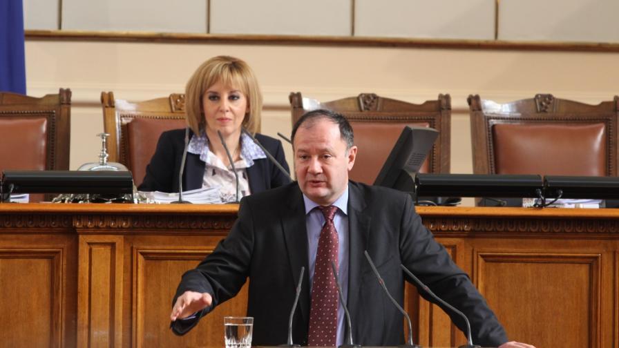 Две декларации ще свалят напрежението в Парламента