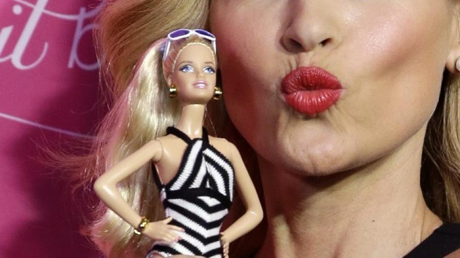 Вманиачена по Барби се подлага на хипноза, за да затъпее