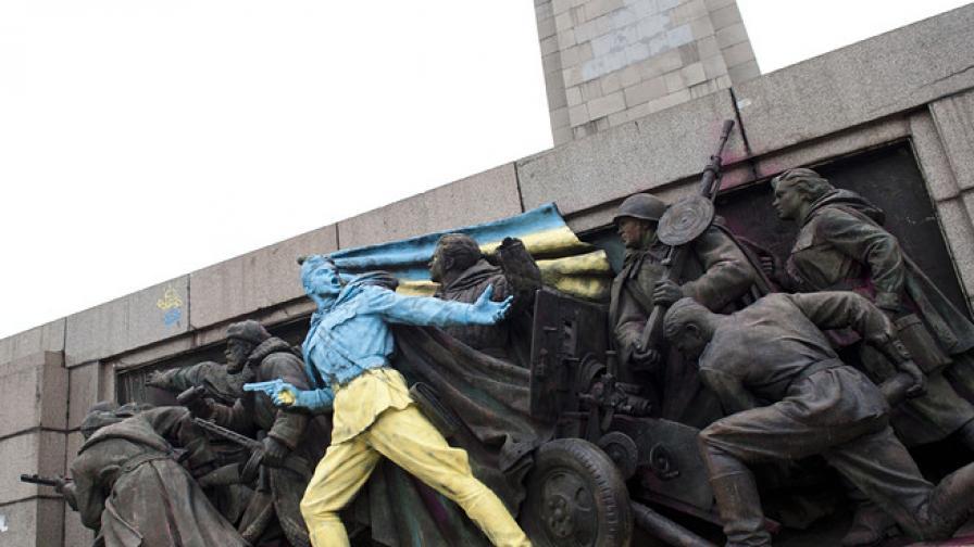 Euronews махна снимката с боядисания паметник