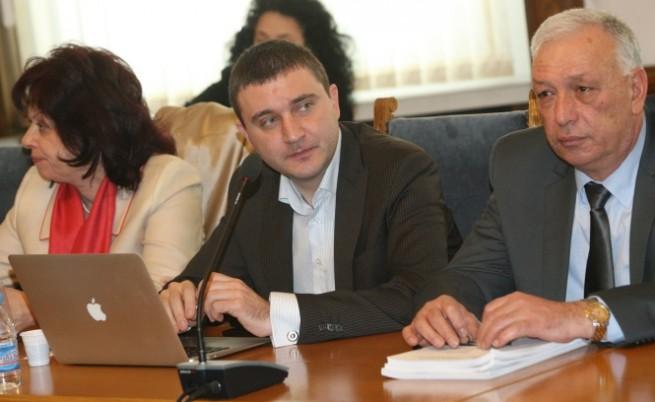 Уволнен митничар: Имаше намеса за Мишо Бирата