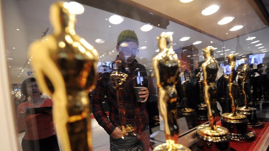 """Какво правят звездите с наградите си """"Оскар"""""""