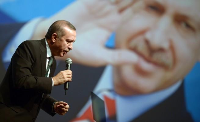 Излезе и втори запис на подслушан разговор, уличаващ турския премиер Реджеп Тайип Ердоган