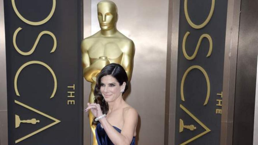 """Сандра Бълок, която изпълнява главната роля в """"Гравитация"""", при връчването на наградите """"Оскар"""""""