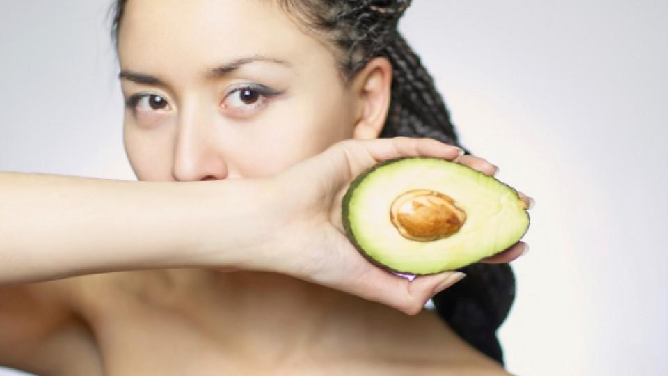 Авокадото съдържа около 3 процента белтъчини и богат комплекс от витамини. Енергийната стойност на 100 г авокадо е 218 калории