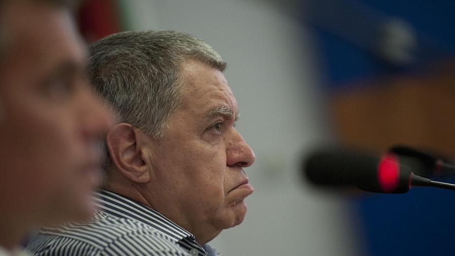 Михаил Константинов: Да свалим с 1 г. възрастта за гласуване
