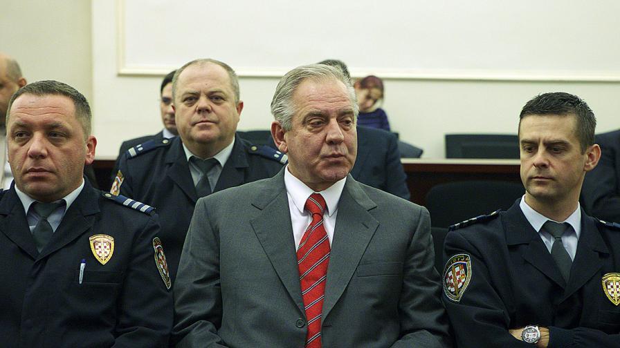 Иво Санадер (в средата)