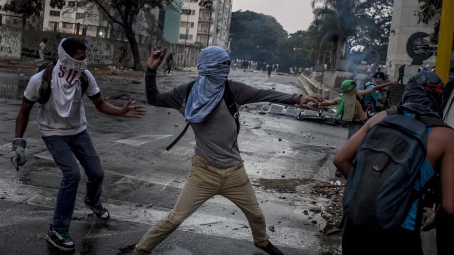 Протестите във Венецуела взеха още три жертви