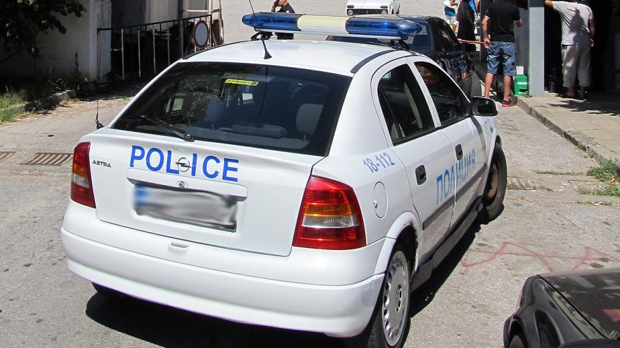 Две жертви при удар на кола и патрулка, верижна катастрофа между Бургас и Айтос