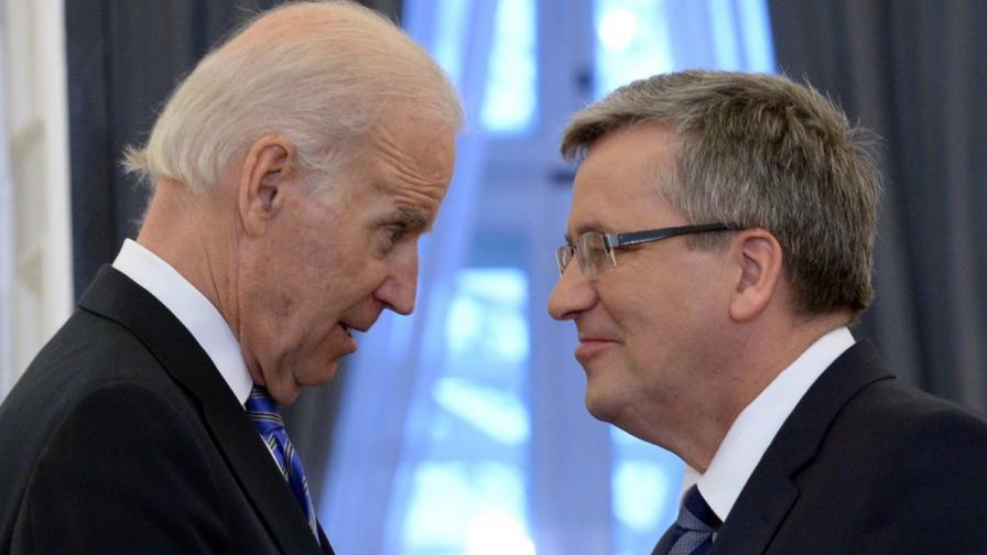 Американският вицепремиер Джо Байдън (л) и полският държавен глава Бронислав Коморовски