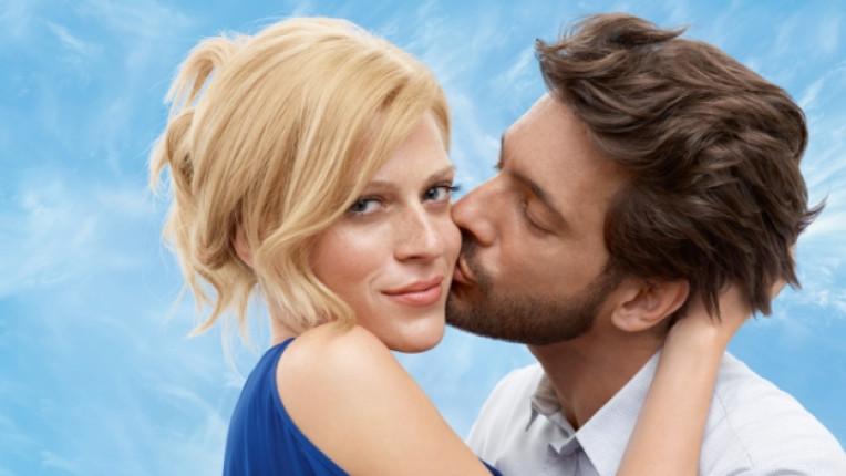 двойка любов връзка прегръдка целувка