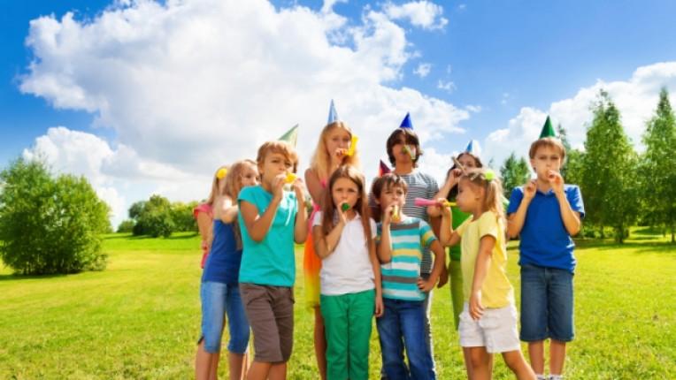 парти парк деца рожден ден купон веселие забава поляна