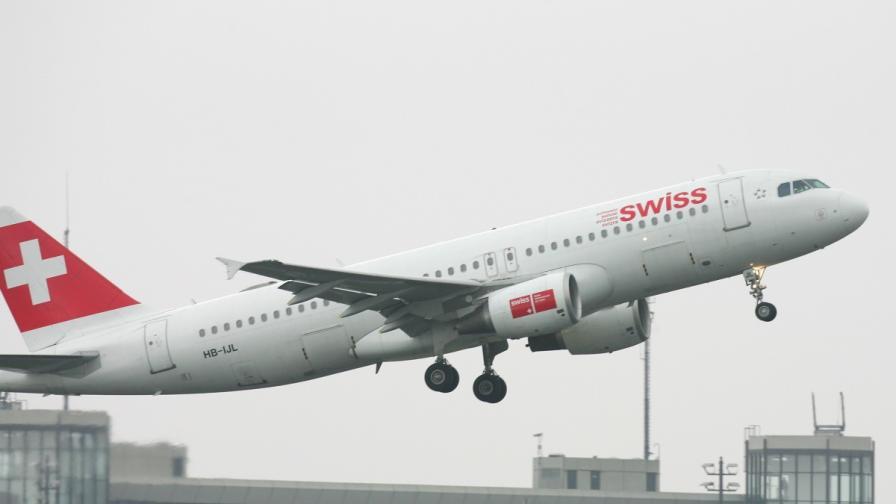Лондон: Двигател на самолет гръмнал секунди преди излитане