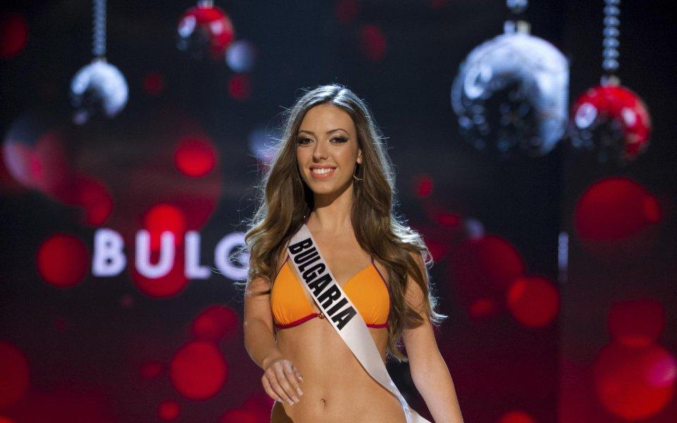 Турът по бански костюми на Мис Вселена 2012