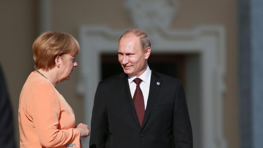 Путин информира Меркел за частично изтегляне на руски войски