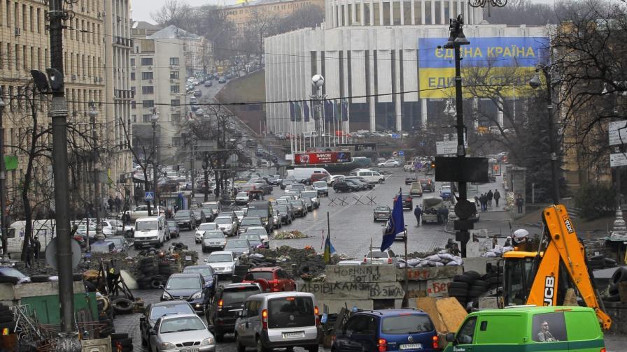 """Член на """"Десен сектор"""" откри огън в Киев; трима ранени"""