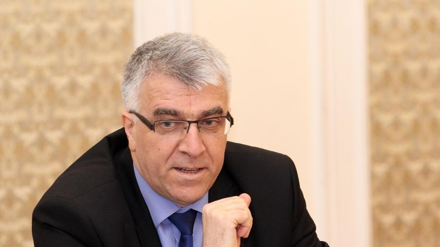 Гечев: Няма да променяме тавана върху бързите кредити