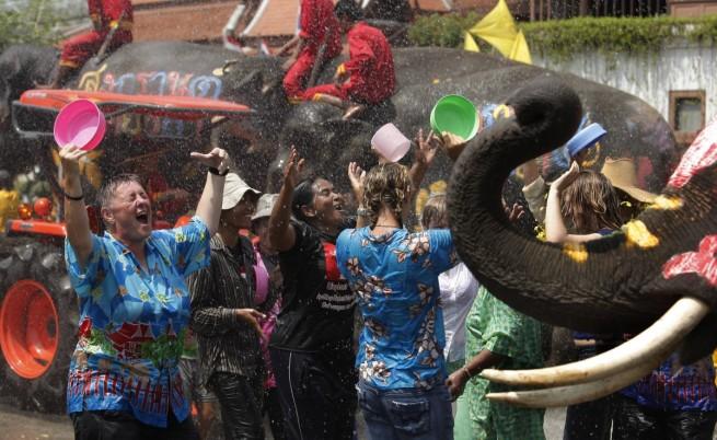 Водният фестивал Сонгкран в Тайланд