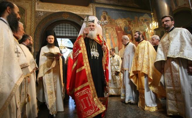 """Патриарх Неофит отслужва празнична Света литургия в храма """"Света Неделя"""" в София"""