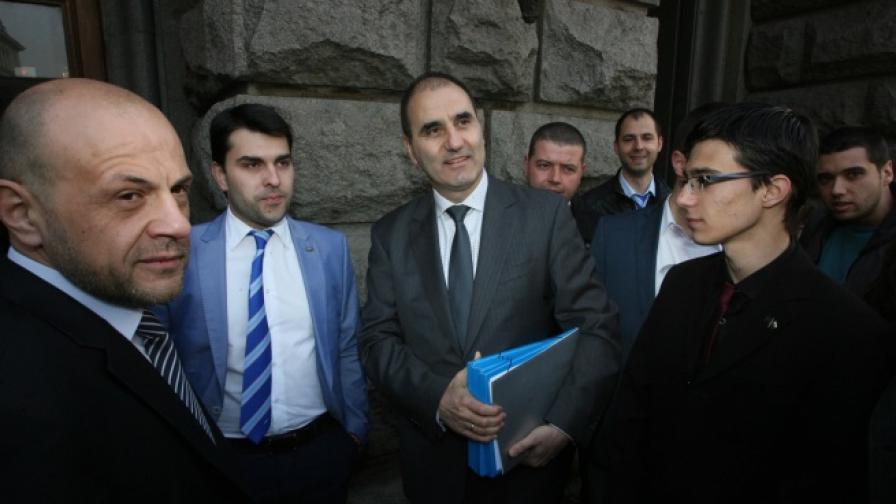 ГЕРБ и Реформаторският блок първи се регистрират за изборите