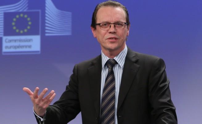 ЕК няма да спира еврофондовете за България