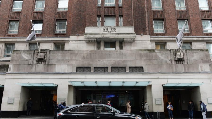 Мъж нападна с чук три жени в лондонски хотел