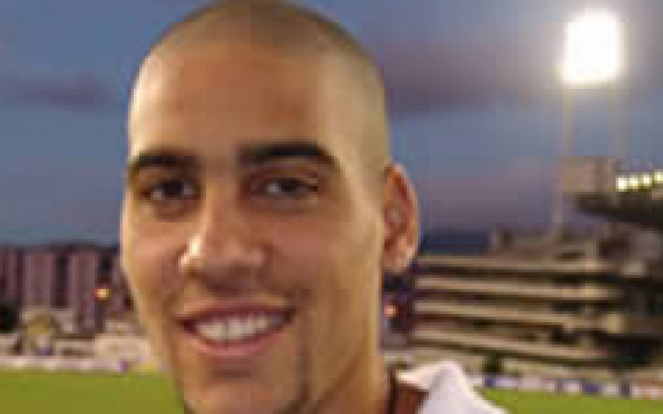 Сичеро нокаутира вратаря на Панама, провокира масов бой