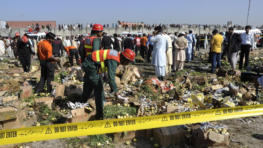 Атентат в Пакистан взе над 20 жертви