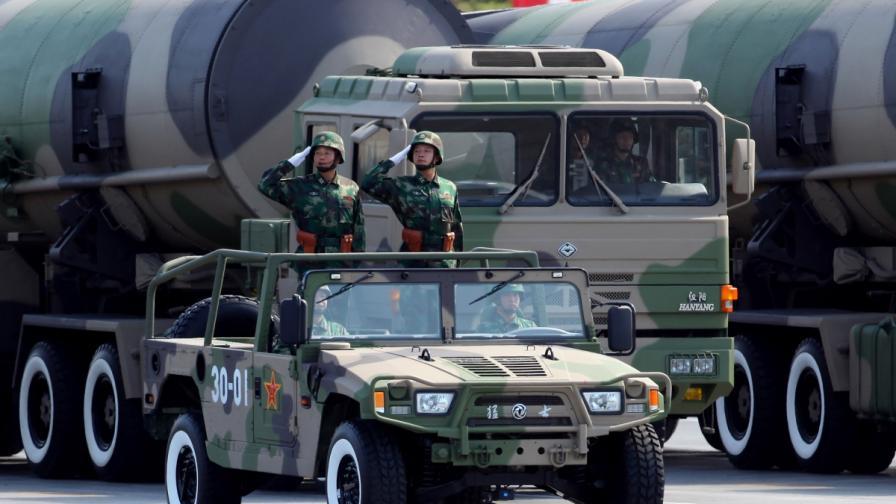 Китай е четвърти в класацията на ядрените сили с 250 ядрени бойни глави. През 2013 г. Пекин е похарчил за отбрана със 7,4% повече в сравнение с предходната година – 188 млрд. долара