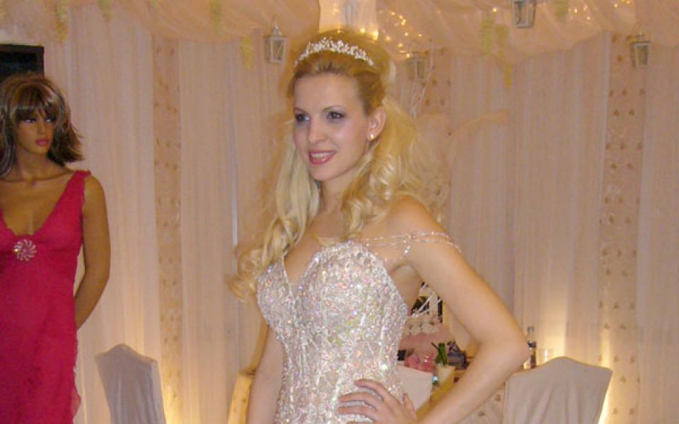 Половинка на Румен Дунев като принцеса от приказките