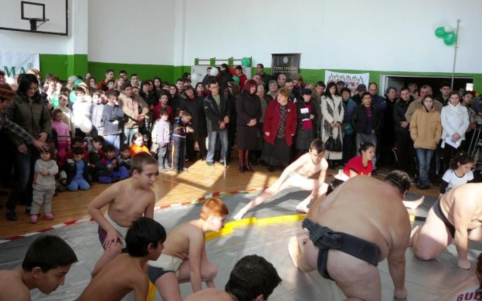След първата детска сумо школа, изграждат и зала в Нови Искър