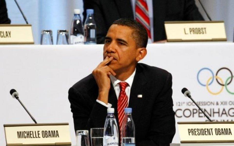 Обама се забавлява на баскетболен мач