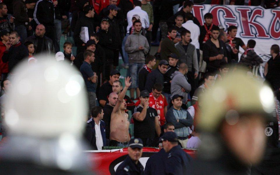 24 са задържаните фенове покрай дербито