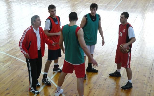 Един от най-уважаваните баскетболни треньори в Европа Светислав Пешич говори