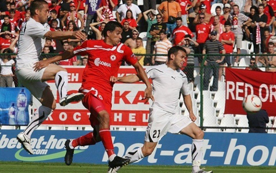 Защитник на Славия на линия за мача със Сливен